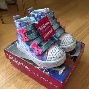 """New """"Skechers"""" light up sneakers size 8"""